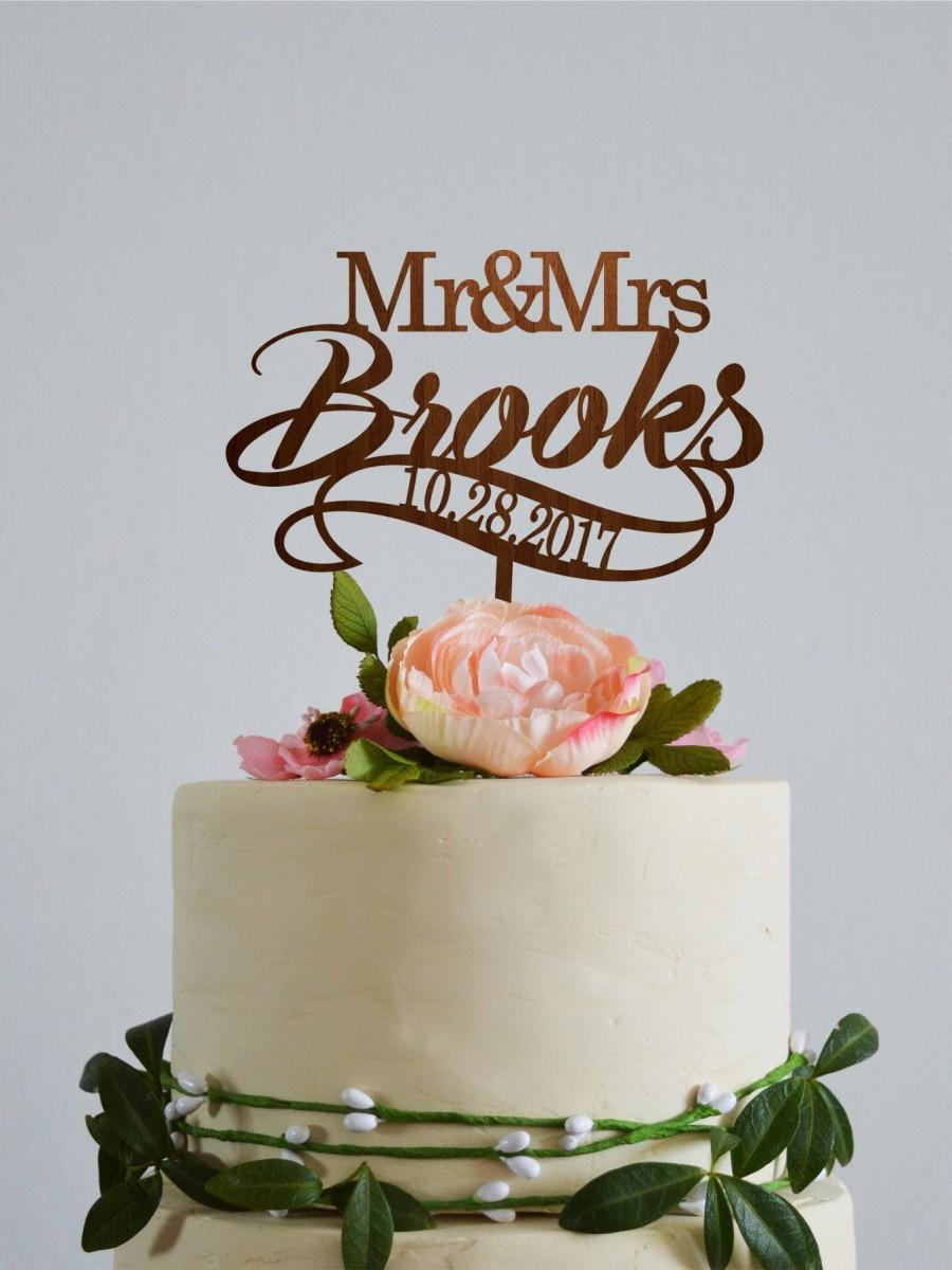 Свадьба - Custom Last Name cake topper with wedding date Personalized name cake topper Mr and Mrs cake topper gold Rustic wood mr and mrs cake topper