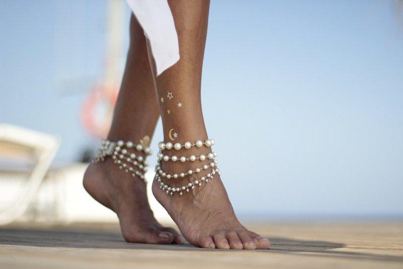 Свадьба - Ivy white or ivory pearls beach wedding barefoot sandals, bangle,cuff, wedding anklet,barefoot sandal,ankle cuff,boho sandal
