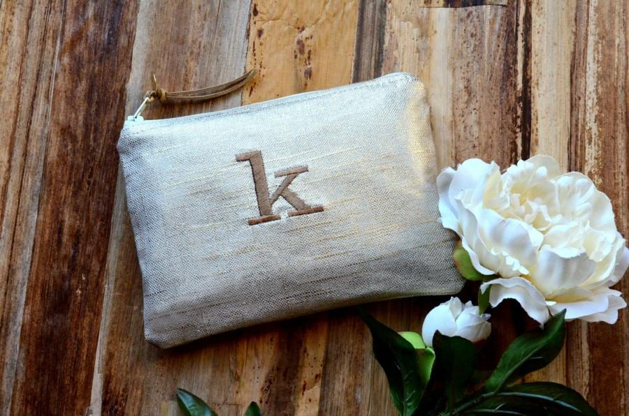 Свадьба - Bridesmaid Gift Idea for Her Metallic Linen Personalized  Monogram Clutch Set Purse Custom Rustic Beach Shabby Wedding Pouch Makeup Bag