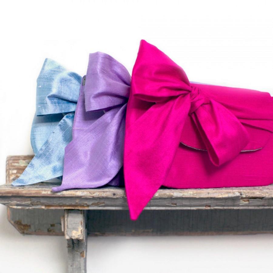 Свадьба - Fuchsia Bridesmaid Clutch. Personalized Clutch. Bow Clutch. Hot Pink. Silk Clutch. Silk Purse. Bridesmaid Clutch. Custom Bridesmaid Clutch