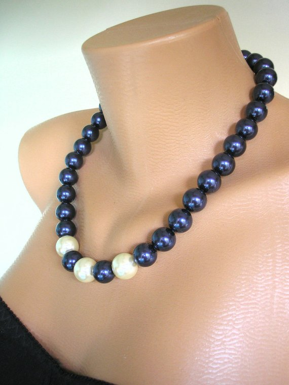 Свадьба - Navy Blue Theresa May Pearl Necklace, SWAROVSKI Elements, Dark Blue Chunky Pearls, Navy Blue Jewelry, Mother of the Bride, Blue Wedding
