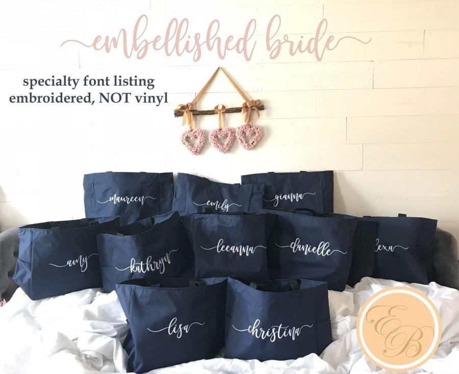 Hochzeit - Bridesmaid Tote Bags, Maid of Honor Tote, Personalized Bridesmaid Bags, Bridal Party, Bridesmaid Gifts, Embroidered, ZIPPERED, Wedding Guest