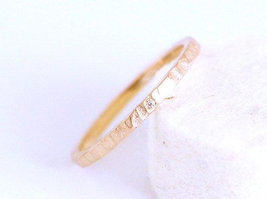Wedding - Hammered promise ring in fairmined rose gold 14 k with white traceable australian diamond -Custom fair engagment ring-minimal-matt gold-bcn
