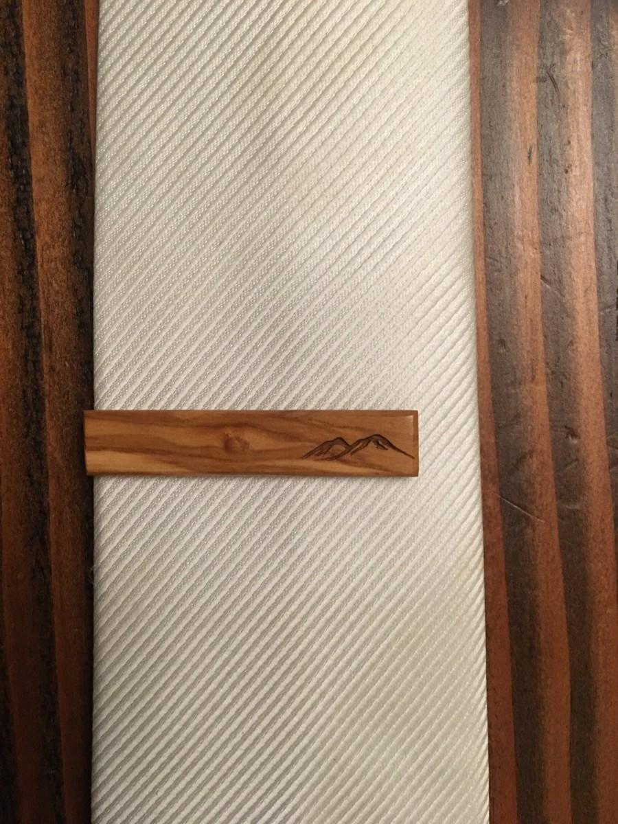 Mariage - Olive Wood Tie Clip with mountains - wood tie clip - tie clip - wedding accessories - grooms accessories - groomsmens gift - gifts for him