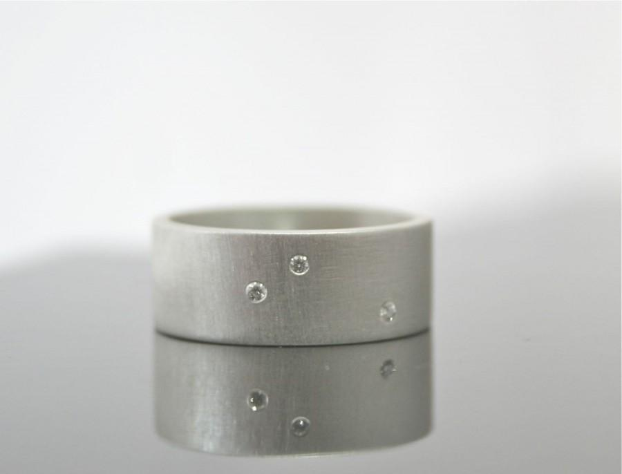Mariage - Scattered Diamond Ring - Three Stone Sterling Silver Matte Finish Wedding Band - 8 mm