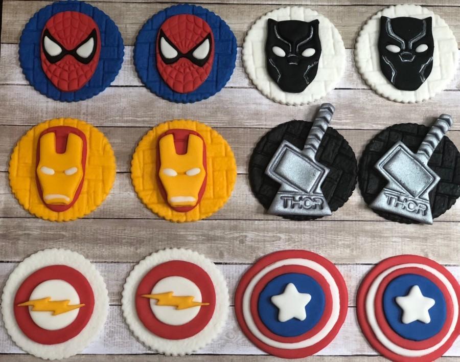 Mariage - Edible Mixed Super hero/ Avenger/ Villain Themed  Fondant Birthday cupcake topper. COMIC BOOK inspired toppers.Cake pops. Edible toppers.