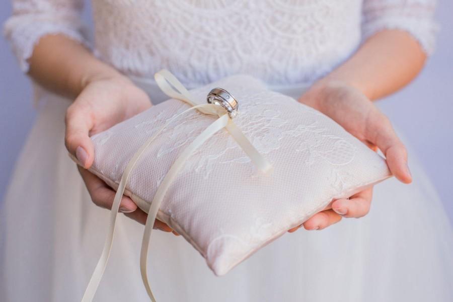 Mariage - Blush Champagne French Chantilly Lace Ring Pillow -  Handmade in the USA, Ring Bearer Pillow, Ring Pillow, Ring Boy