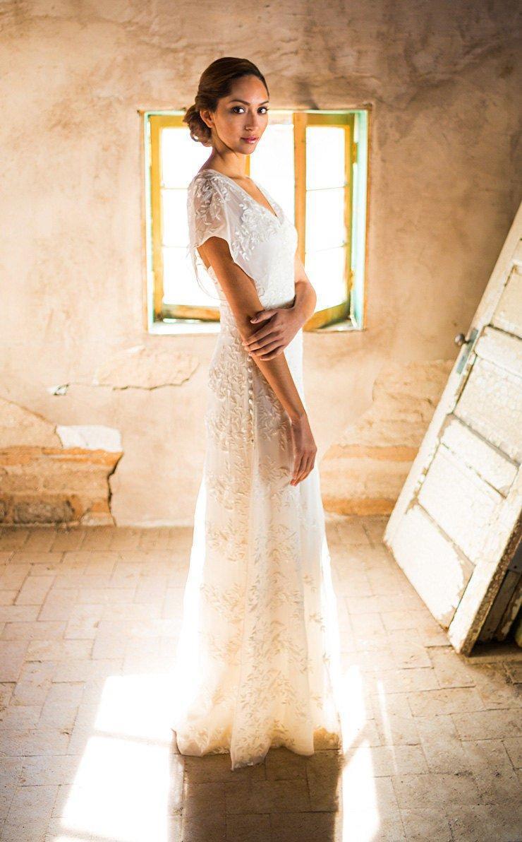 Mariage - Casual Wedding Dress, Simple wedding dress, Backyard Wedding Dress, Rustic Wedding Dress, Vintage Wedding Dress, Wedding Dress with Sleeves