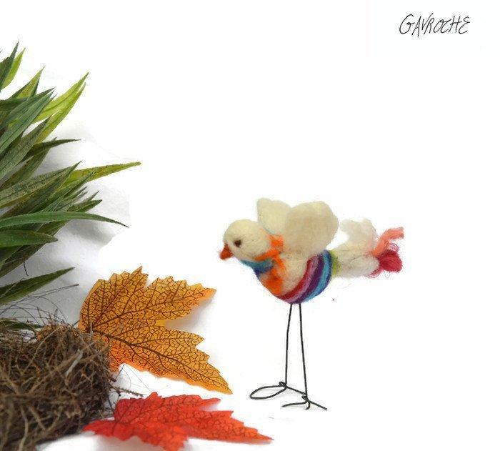 Hochzeit - Handmade little bird, felted, birthday MOM, ornament, miniature decoration, window, cake topper wedding, Christmas gift