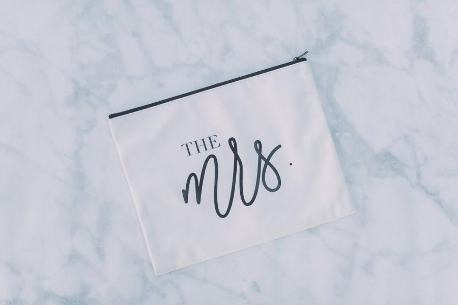 Свадьба - Mrs Makeup Bag, Bride Gift, Bridal Party Gift, Bridesmaid Makeup Bag, Bridesmaid Bag, Cosmetic Bag, Wife Tote, Honeymoon Bag,