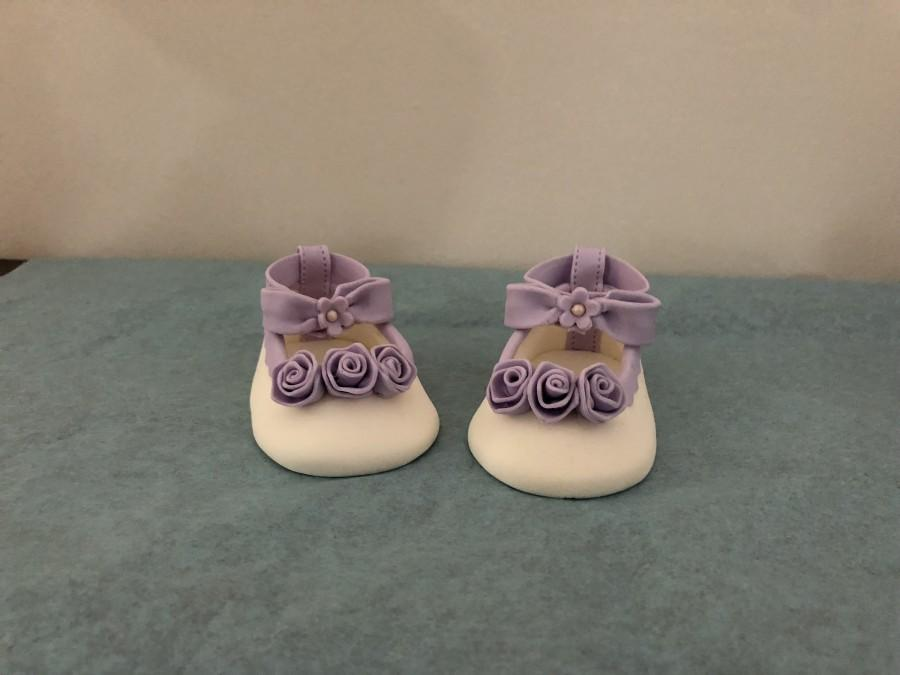 Свадьба - Elegant flower purple or other colored shoes, baby shower, birthdays, beautiful edible shoes,