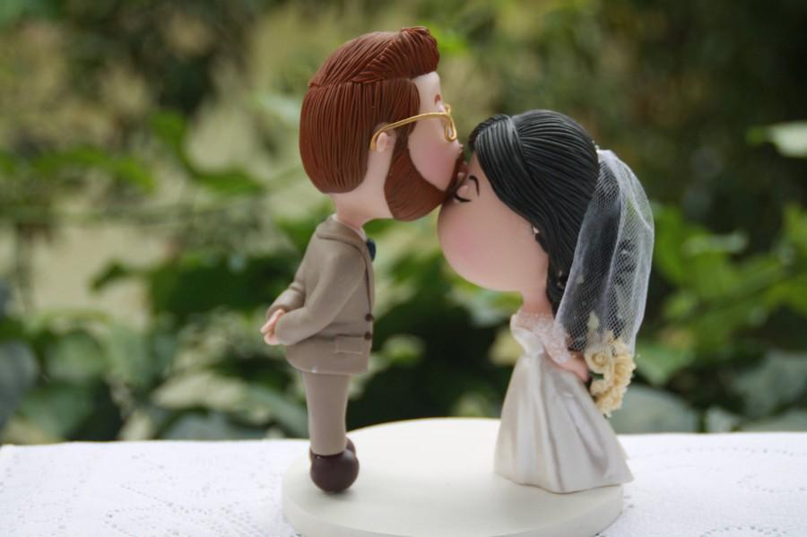 Свадьба - Cute couple kiss. Wedding cake topper. Wedding figurine. Blonde Groom. Handmade. Fully customizable. Unique keepsake