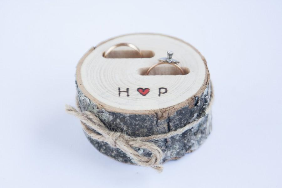 Hochzeit - Rustic ring bearer pillow,  wedding wood slice, rustic ring box,  birch wedding decoration, wood wedding decor, ring pillow alternative,