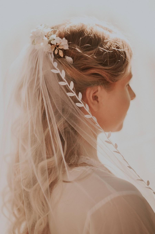 Mariage - Bridal veil, Tulle veil fingertip, Leaf ribbon trim veil, Elbow length bridal veil, Floor length, chapel cathedral, Boho woodland veil