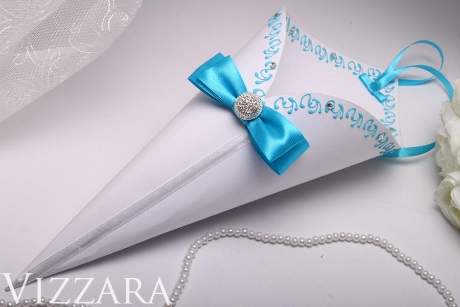 Mariage - 10 Confetti cones wedding favors rose petal confetti cones Aqua Blue Wedding petal cones Blue Wedding confetti cones Blue Aqua Wedding ideas