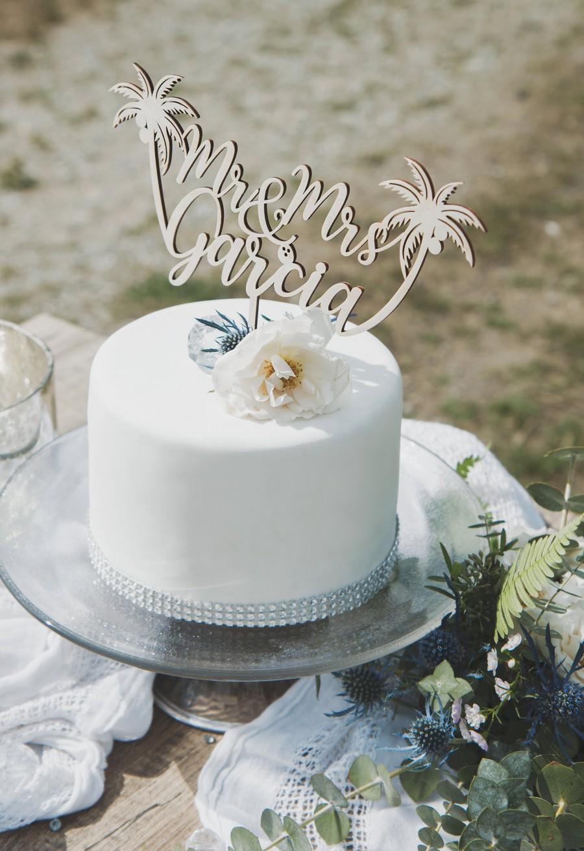 Свадьба - Beach wedding cake topper, Custom Mr and Mrs cake topper, Destination wedding decor, Tropical wedding cake topper