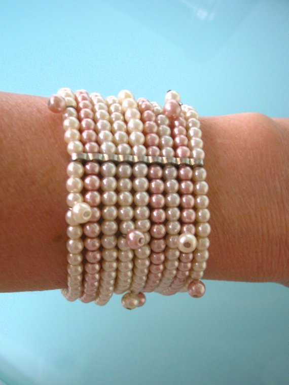 Hochzeit - Pink And White Pearl Bracelet, Pinks Pearls, Vintage Pearl Bracelet, Pearl Wristlet, Expandable Bracelet, Bridal Pearl Bracelet, Art Deco