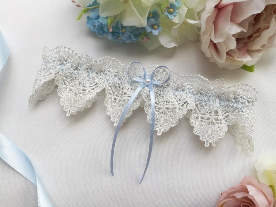 Свадьба - Something blue wedding garter, pearl bridal garter with ivory venise lace, garters for wedding with a gift box