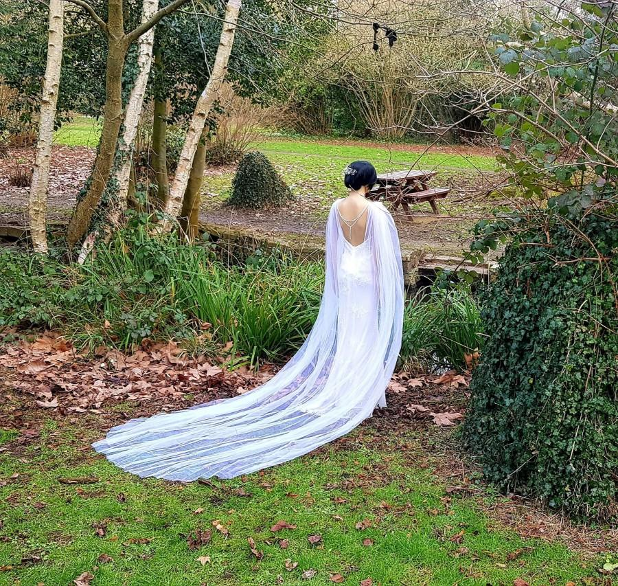 Mariage - White Bridal Cape Veil drape for wedding dress wedding gown with brooch bridal backdrop back cover back drape shoulder cape cathedral veil