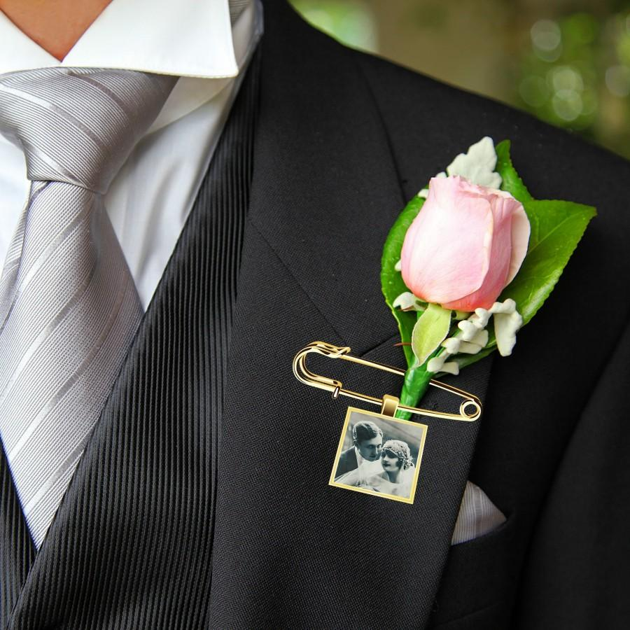 Hochzeit - Photo Lapel Pin- Lapel Pin with Picture- Boutonniere Charm- Boutonniere Photo Charm- Bouquet Photo Charm- Groom Memorial Charm Pin