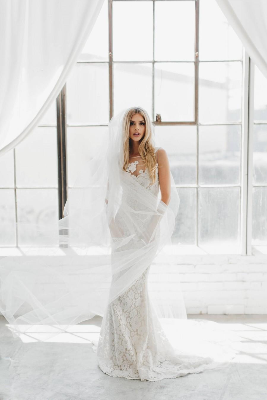 Mariage - Soft Wedding Veil, Soft Tulle Veil, Ivory Cathedral Veil, Ivory Simple Veil, Fingertip Length Bridal Veils, Flower Crown Veil Soft Veil 0802