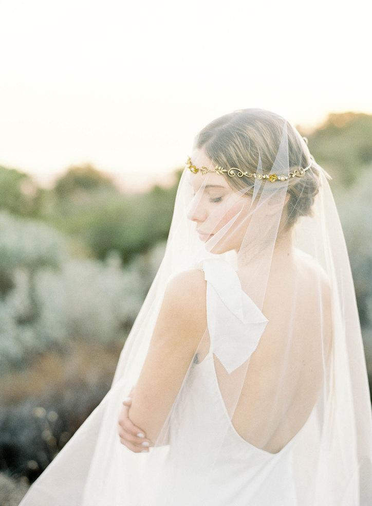 "Свадьба - Gold floral hair wreath veil with pearls ""Callan"""