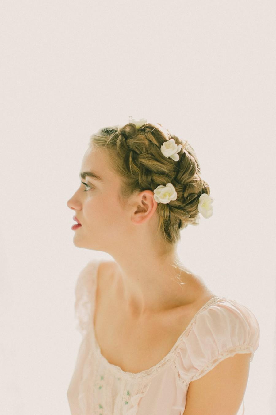 Свадьба - White or Pink flower bobby pins, Flower hair clips, Bridal bobbies, White floral pin set, Up-do braid flowers, Bobby pin set - (SET of 6)
