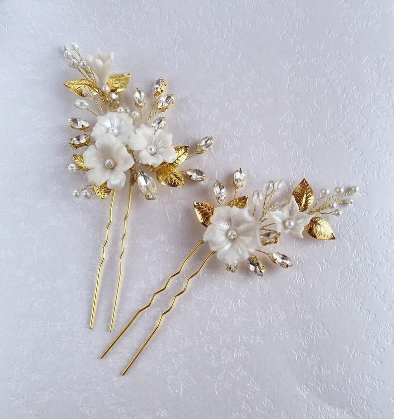 Mariage - Bridal hair pins with white flowers, gold leaves and crystals, Wedding hair piece for bridesmaid, Bridal headpiece Floral hair pin
