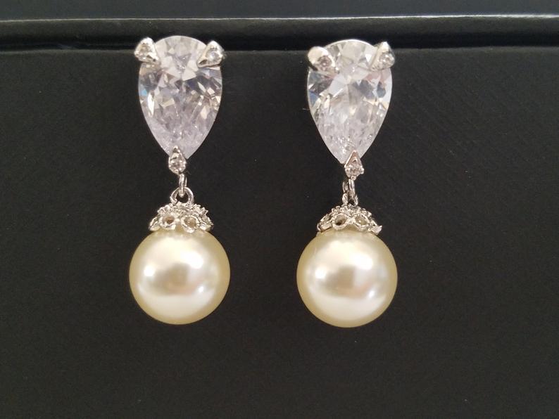 Свадьба - Pearl Bridal Earrings, Wedding Pearl Jewelry, Swarovski 10mm Ivory Pearl Earrings, Pearl Drop Earrings, Pearl Silver Earrings, Prom Jewelry