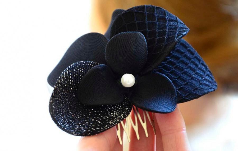 Mariage - Wedding hair comb Black flower hair comb Navy blue hair flower Wedding headpiece Black fascinator Wedding hair accessory