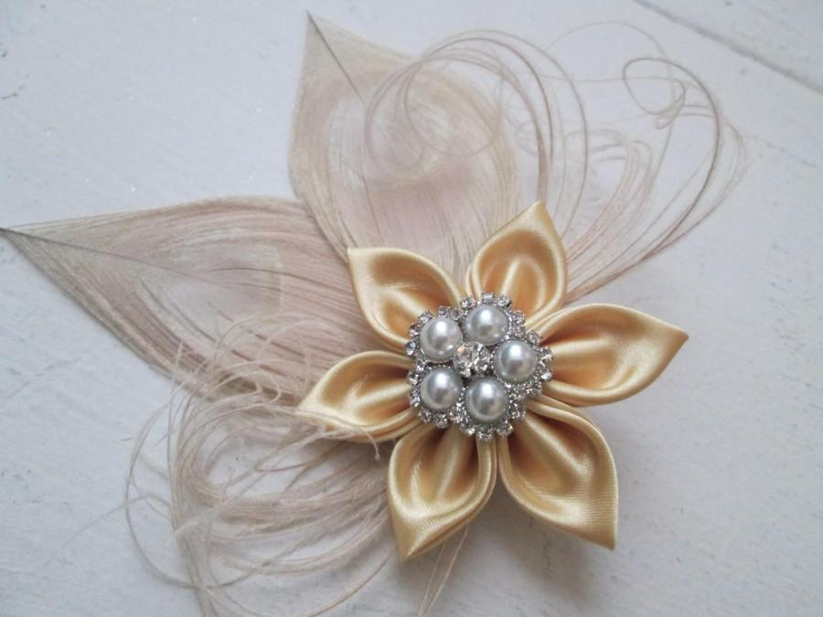 Mariage - Gold Bridal Hair Flower, Ivory Peacock Wedding Fascinator, Gold & Cream Head Piece,  Rustic Wedding Hair Piece, Birdcage Bandeau Veil
