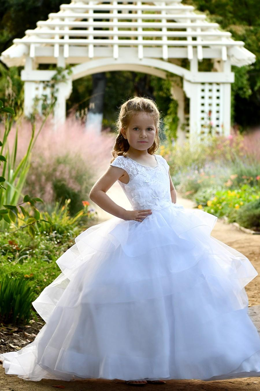 Hochzeit - White Flower girl dress Lace flower girl dresses First Communion Baptism Special occasion Princess Dress Birthday Dress Toddler girl dress