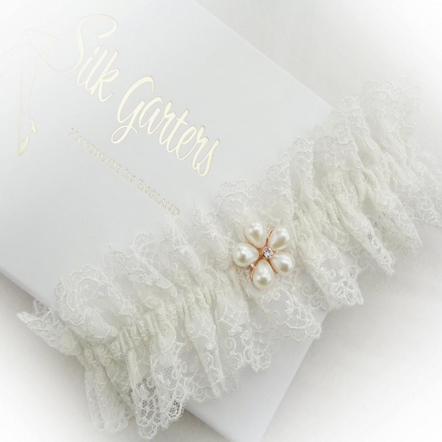 Свадьба - Classic Filigree Tulle Lace Wedding Garter, Lined with Champagne or Ivory Silk, Vintage Garter, Boho Garter, Luxury Garter, Designer Garter