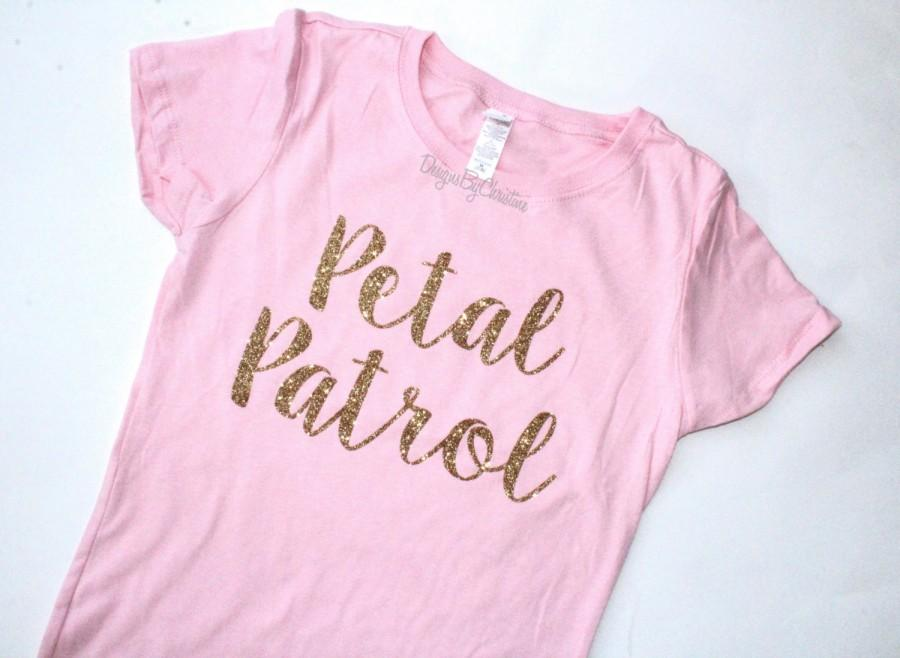 زفاف - Flower Girl shirt. Glitter shirt. Flower Girl Tee. Flower girl. Petal Patrol shirt. Flower girl proposal gift. Petal patrol