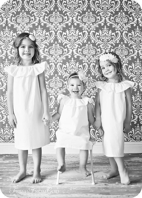 Свадьба - Minimalist flower girl dress in white or ivory
