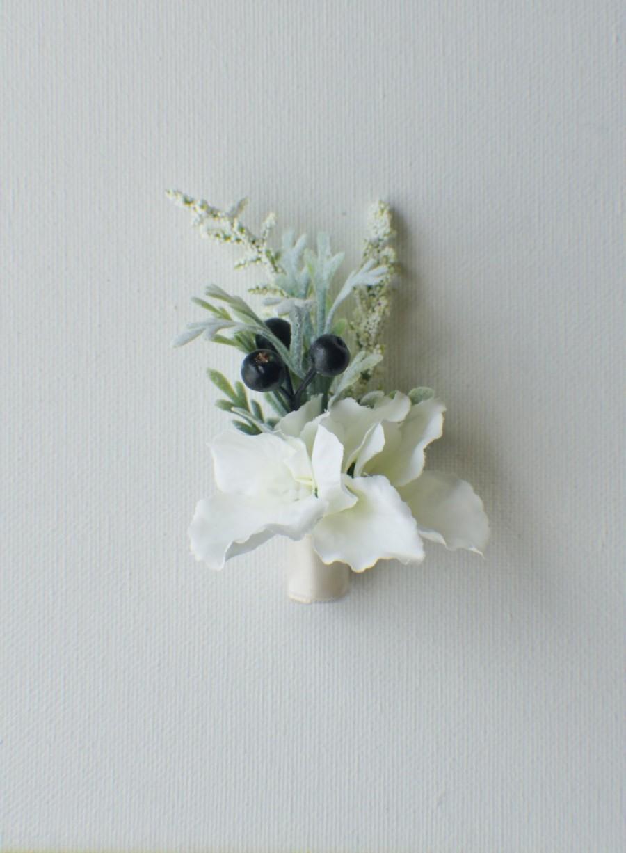 Mariage - Hydrangea Boutonniere Groom Groomsmen Wedding Flower, Hydrangea and Berry Accent - Rustic Wedding Boutonnieres