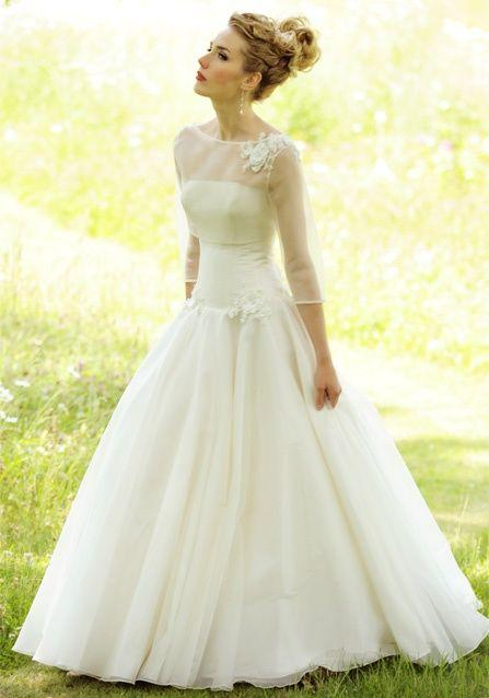 Mariage - Now This Is A Wedding Dress That I Actually Kind Of Like....simple. :)