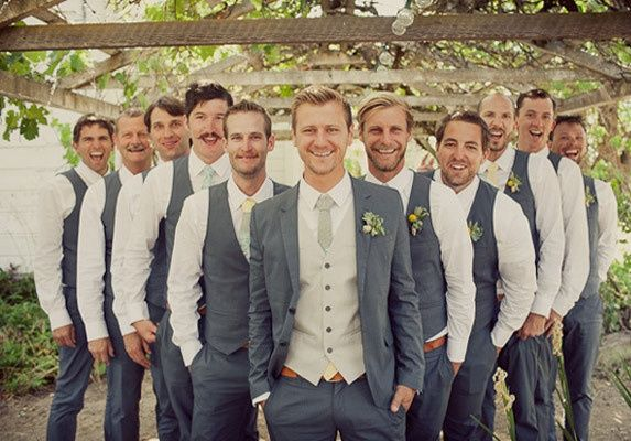 Mariage - Blue Grey Suit With A Silver Vest For The Groom And Blue Grey Vests For The Groomsmen.