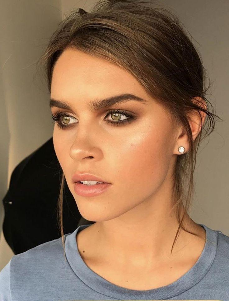 Mariage - Bronzed Makeup Look. Bronze. Tan. Bronzer. Natural Makeup Look. Smokey. Karla Bonilla Designs, Fashion, New York City, Beauty Products, Beaty…