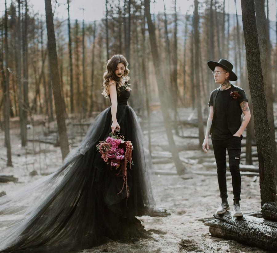 Hochzeit - Black Wedding Dress, Tulle Skirt, Gothic, Goth, Colored Wedding Dress, Alternative TWILIGHT, Black, White, Ivory FREE SHIPPING!