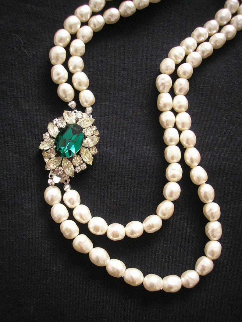 Hochzeit - Baroque Pearl Necklace, Bridal Pearls Set, Ivory And Emerald, Pearl Necklace With Side Clasp, Indian Pearl Necklace, Pearl choker, Upcycled
