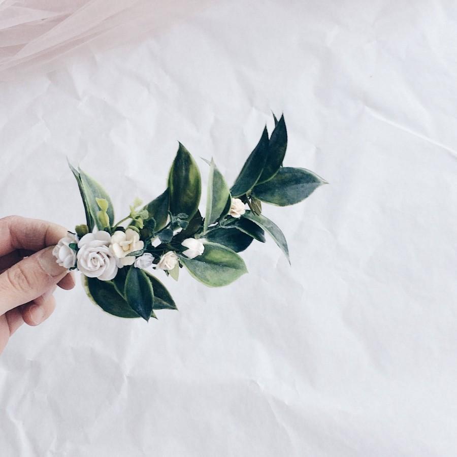 Mariage - Greenery hair vine, leaf hair piece , greenery hair piece , greenery clip , greenery and white hair piece, floral hairpiece, bridal floral
