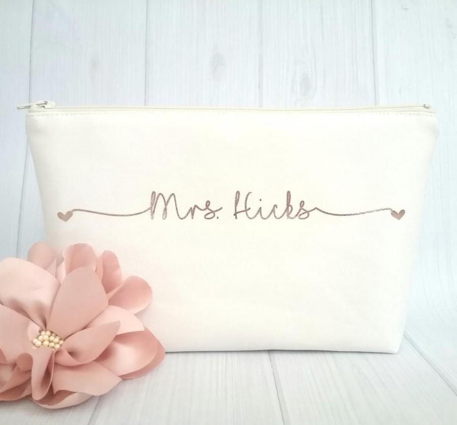 Hochzeit - Mrs Makeup Bag - Personalized Canvas Makeup Bag - Bridal Gift - Bride-To-Be Gift - Rose Gold Makeup Bag - Future Mrs Gift - Wedding Gift