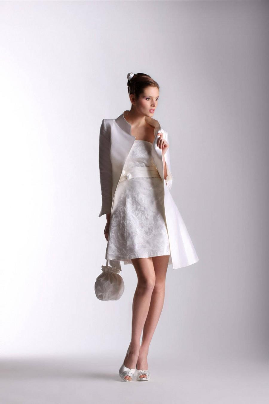 Свадьба - Short wedding dress, a-line line, also suitable for a civil wedding, mikado, reusable precious coat after the event