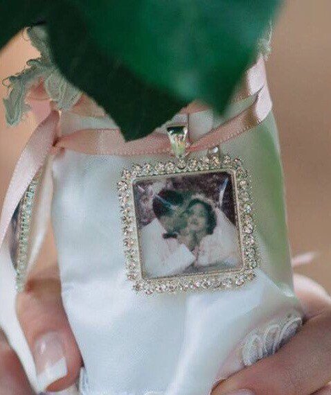 Mariage - Memorial Wedding Bouquet Photo charm - Carry the memory of your loved ones with you  Rhinestone Square - Great gift for Bride