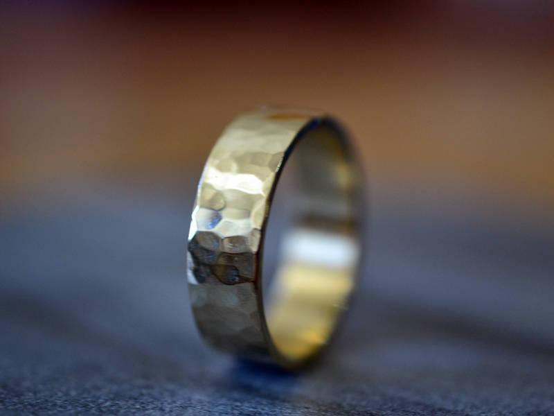 Men/'s Gold Wedding Band Unisex Wedding Band Rustic Men/'s Bnad Thick Gold Ring White Gold Band Stacking Ring Hammered Gold Wedding Band