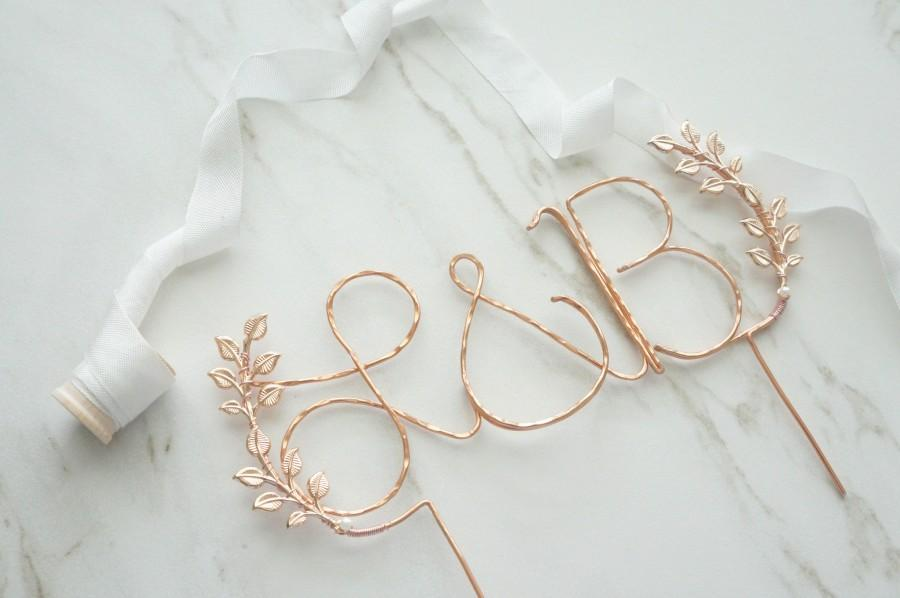 زفاف - Rose gold initials wedding cake topper, Cursive custom rose gold cake topper, Leaf cake topper, Rustic chic wedding, Calligraphy cake topper