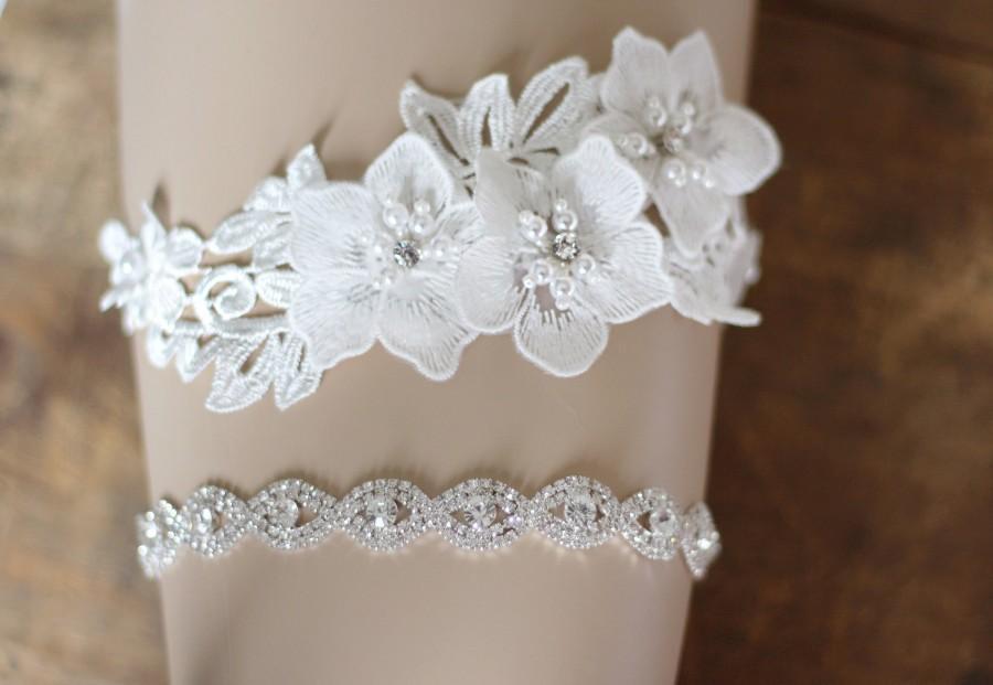 Свадьба - Crystal Wedding Garter set, floral garter, NO SLIP grip vintage rhinestones, custom garter, simple garter, rhinestone garter E27-EB19S