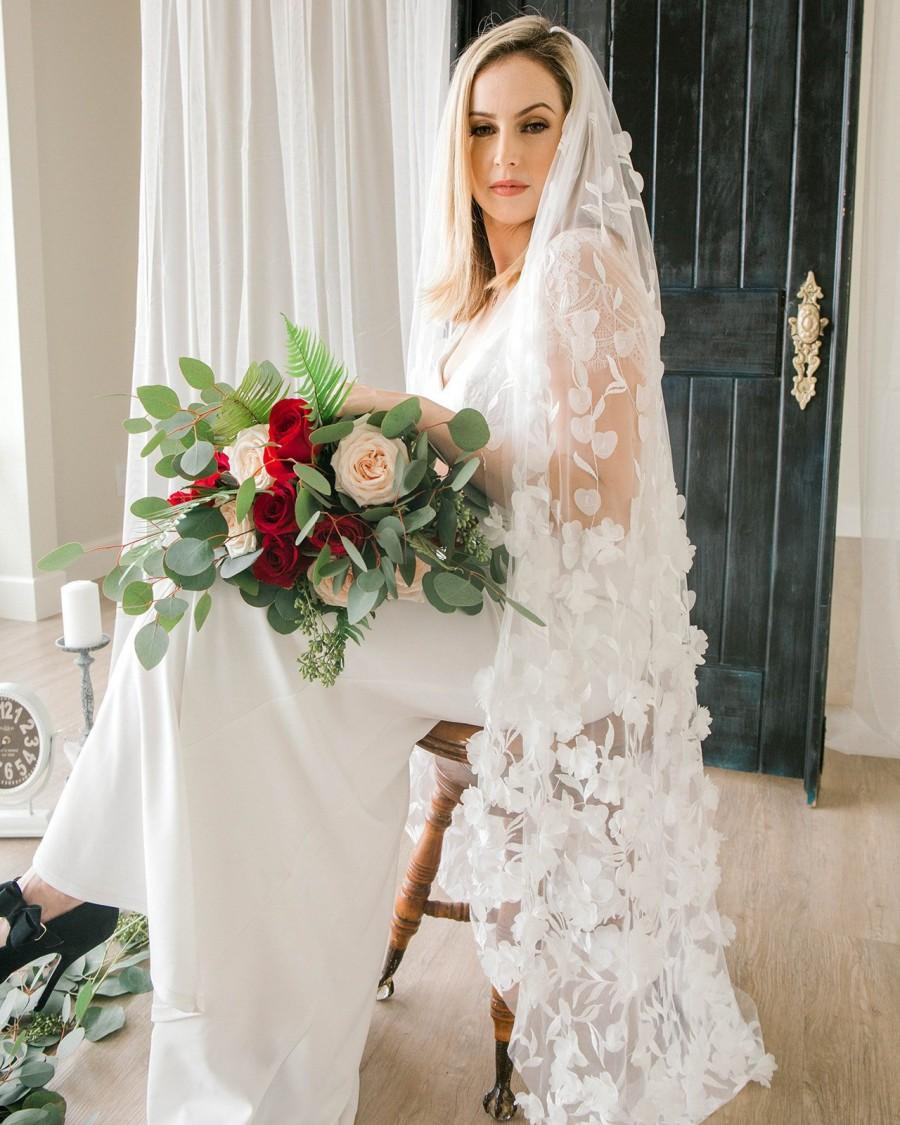 Mariage - Flower Wedding Veil, Floral Veil, Fingertip Veil, Bridal Veil with Flowers
