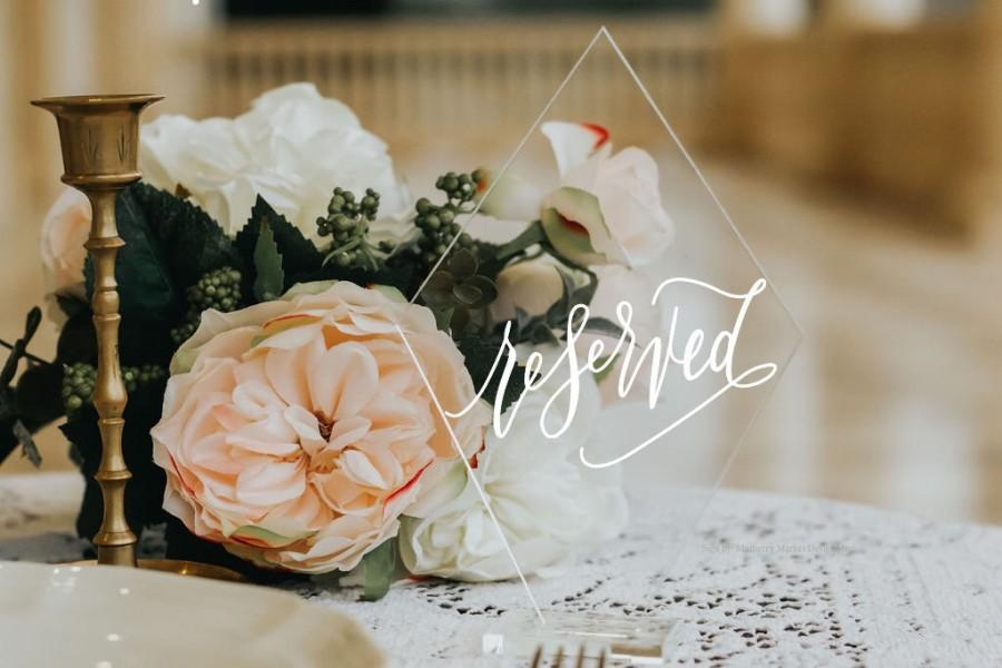Свадьба - NEW* Diamond Acrylic Wedding Reserved Signs with Stands, Calligraphy Reserved Signs, Reserved Table, Clear Wedding, Modern Wedding
